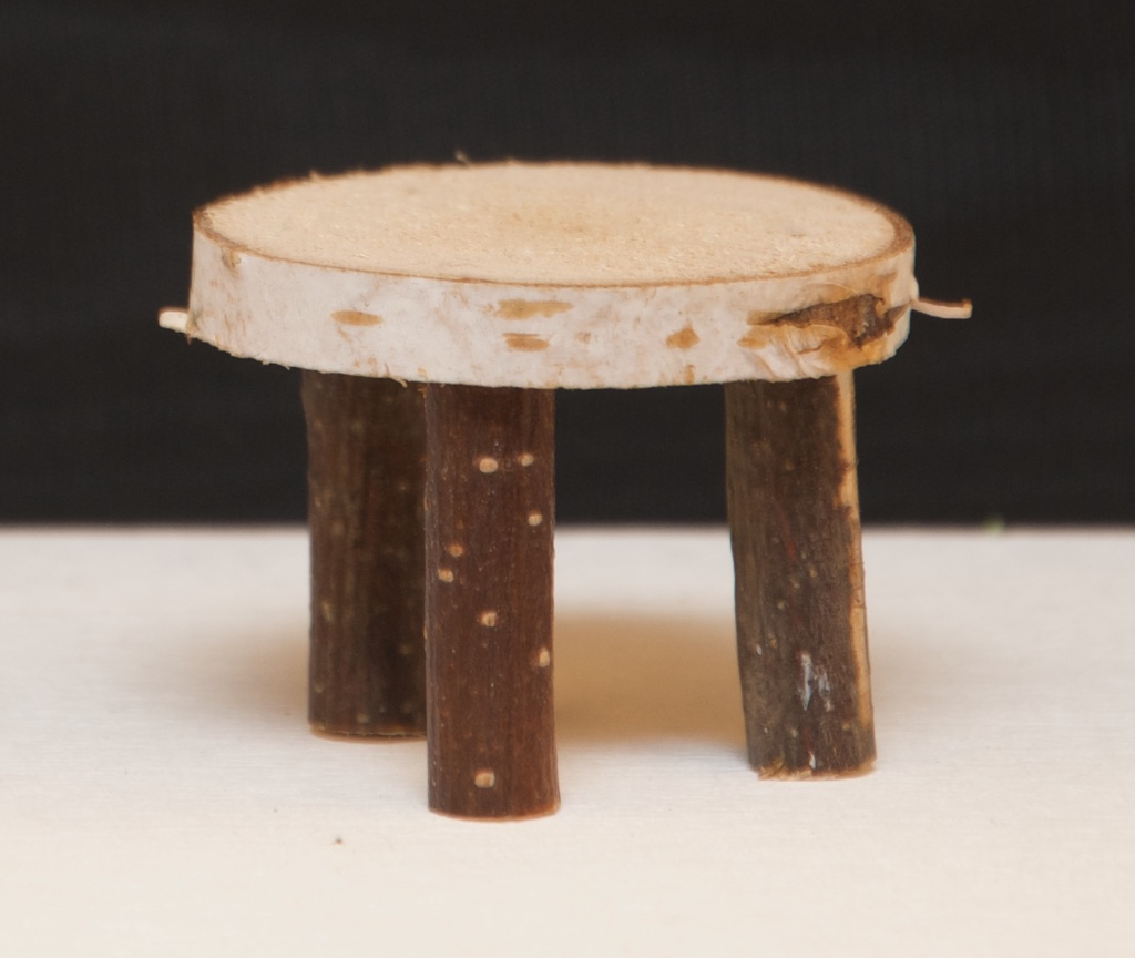 holzblock tisch creatipp. Black Bedroom Furniture Sets. Home Design Ideas